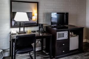 Télévision ou salle de divertissement dans l'établissement Lakeview Lodge Motel