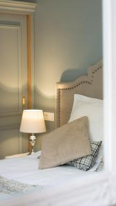 """A bed or beds in a room at Maison d'Hôtes """"Au coeur d'Avignon"""""""