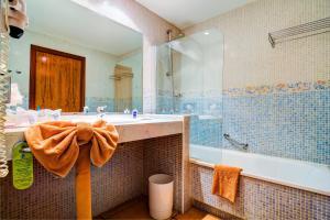 Een badkamer bij SBH Club Paraiso Playa