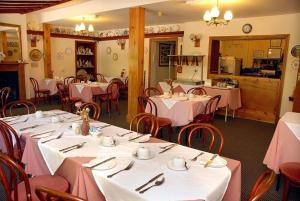 A restaurant or other place to eat at Hopbine House