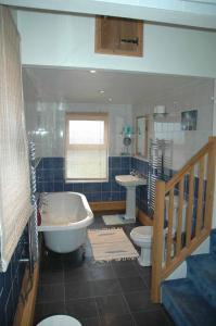 A bathroom at Mid Wales Arts B&B