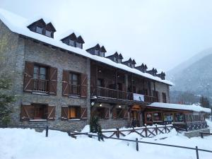 Alberg Les Daines during the winter