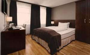 A bed or beds in a room at Hotel Kea by Keahotels