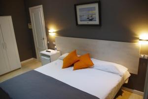 A bed or beds in a room at El Petit