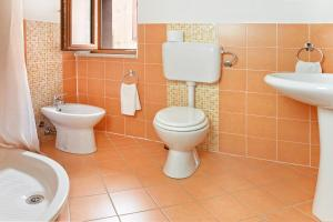 A bathroom at Ada's Guest house