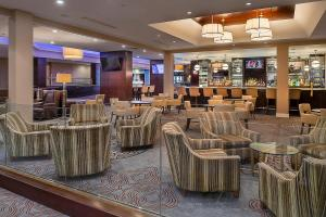 The lounge or bar area at Hilton St. Louis Airport