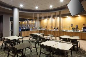 A restaurant or other place to eat at SpringHill Suites by Marriott Salt Lake City Airport