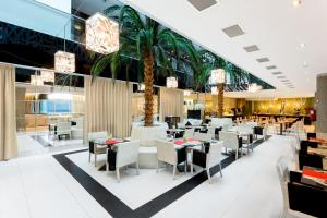 A restaurant or other place to eat at Hotel Nuevo Boston