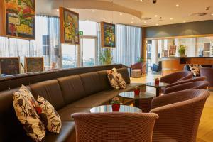 The lounge or bar area at Future Inn Cardiff Bay