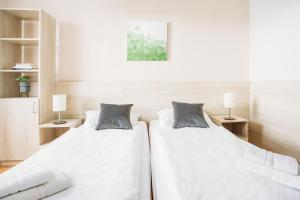 A bed or beds in a room at myNext - Sommerhotel Wieden