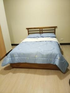 A bed or beds in a room at Mactan Newtown Boulevard
