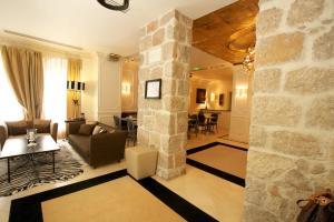 A seating area at Hotel De Monaco