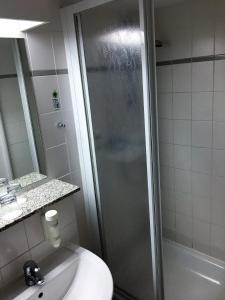 A bathroom at Rügen-Hotel Sassnitz