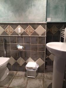 A bathroom at Hotel Rural Verdeancho
