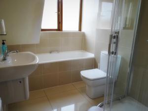 A bathroom at Kilchoan Hotel