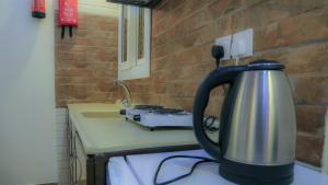 مطبخ أو مطبخ صغير في فندق شاطىء الهدوء