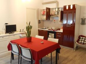 A kitchen or kitchenette at Casa Linda
