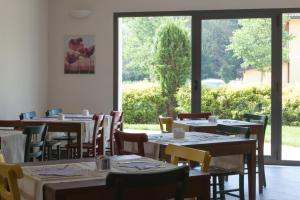 A restaurant or other place to eat at Hotel Del Parco