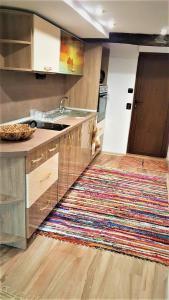 A kitchen or kitchenette at Lazarov Home