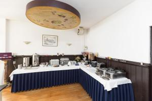 A restaurant or other place to eat at Best Western City Hotel Leiden