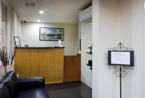 The lobby or reception area at Hamilton Lonsdale Motel