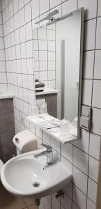 A bathroom at Hotel De Venne