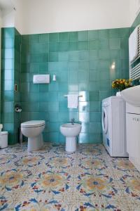 A bathroom at Mare mìa