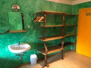 A bathroom at Schiff Bihlerdorf - Hostel