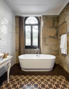 Uma casa de banho em Longroiva Hotel Rural e Termal Spa