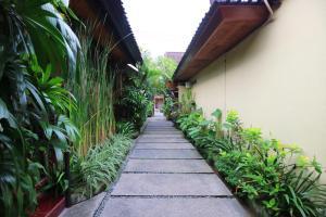 A garden outside Wayan Homestay Sanur