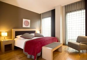 A bed or beds in a room at Hotel Villa Emilia
