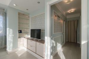 Телевизор и/или развлекательный центр в Apartment Zima-Leto