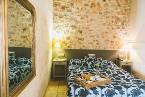 A bed or beds in a room at Hotel Casa Babel