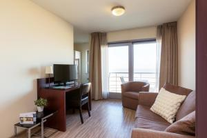 A television and/or entertainment center at Aparthotel Blankenberge