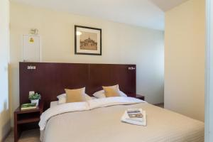 A bed or beds in a room at Aparthotel Blankenberge
