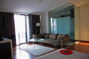 Ein Sitzbereich in der Unterkunft Hotel Samm Bistro Spa