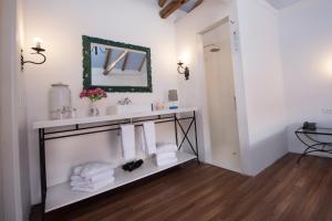 A bathroom at Quinta San Blas by Ananay Hotels