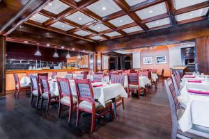 A restaurant or other place to eat at DoubleTree by Hilton Philadelphia Airport