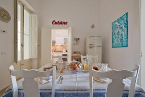 A restaurant or other place to eat at Nuvole Barocche B&B