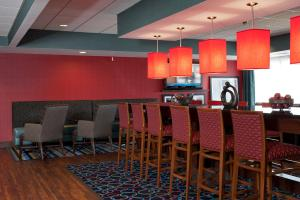 A restaurant or other place to eat at Hampton Inn Grand Rapids-South