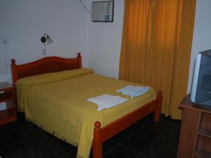 Una cama o camas en una habitación de Imperial Hotel