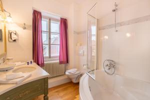 A bathroom at Schlosshotel Neckarbischofsheim