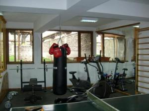 Фитнес център и/или фитнес съоражения в Rahoff hotel