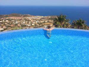 The swimming pool at or close to Apartment Vistamar 3