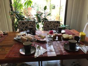 Breakfast options available to guests at B&B LE TRE OCHE