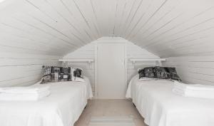 Cama o camas de una habitación en Pikisaari Guesthouse