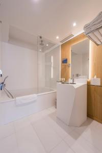 A bathroom at Seeko'o Hotel Bordeaux
