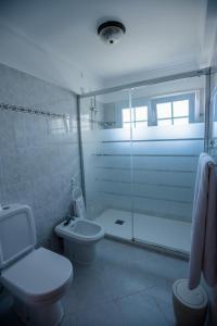 A bathroom at Hotel Costa Linda