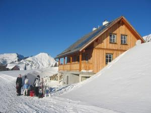 Gindlhütte during the winter