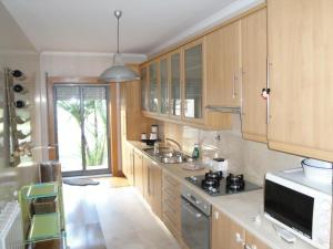 A kitchen or kitchenette at Lirios Nature, Beach & Pool